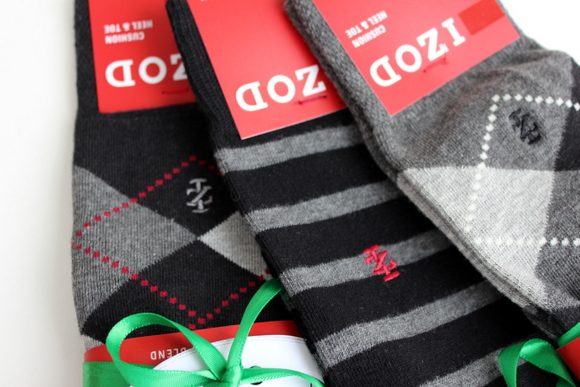 3 Different patterns of IZOD socks for our groomsmen. | DIY Playbook
