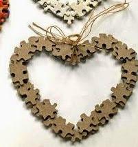 http://123manualidades.com/corazones-con-rompecabezas-para-colgar/3002/