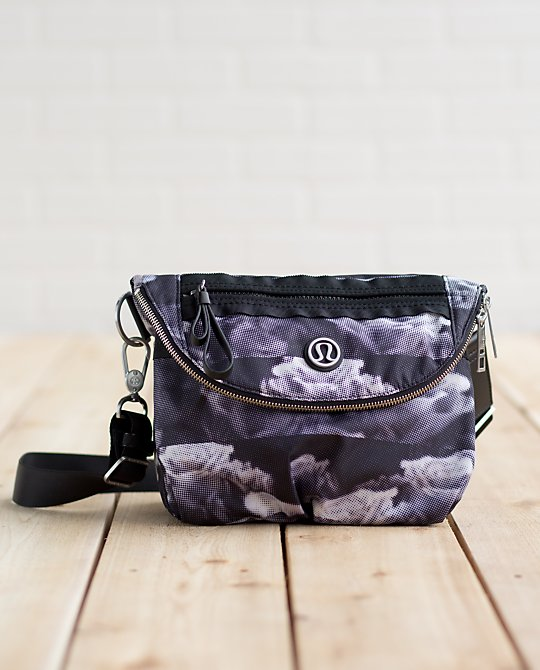 lululemon rose festival bag
