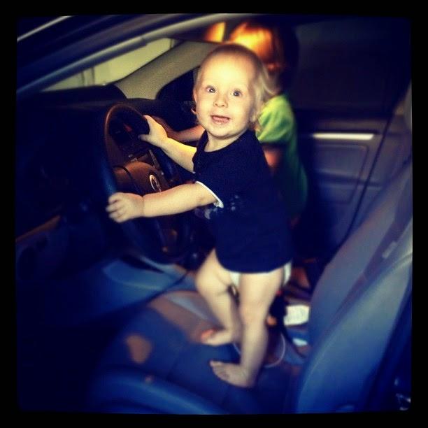 Download gambar bayi lucu menyetir mobil