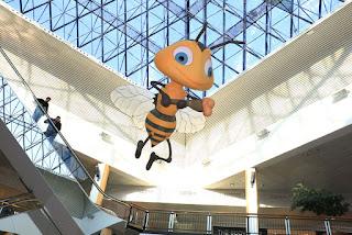 Talleres sobre abejas del colegio El Regato en Max Center