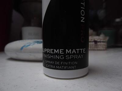 zmatňujúci fixačný sprej na make-up