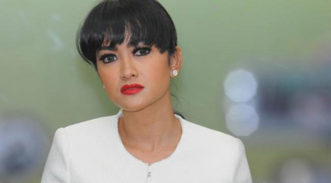 5 Artis Indonesia Suka Lakukan Ritual Mistis Sebelum Syuting