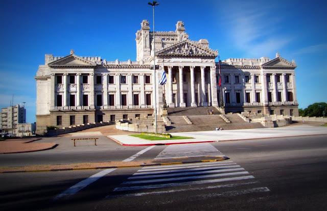 En Uruguay el Gobierno prohíbe cerrar calles para piquetes