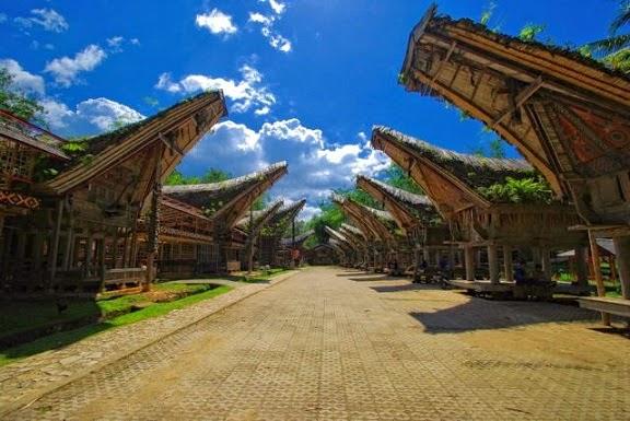 Rumah Adat Tongkonan Asal Daerah Toraja Sulawesi Selatan