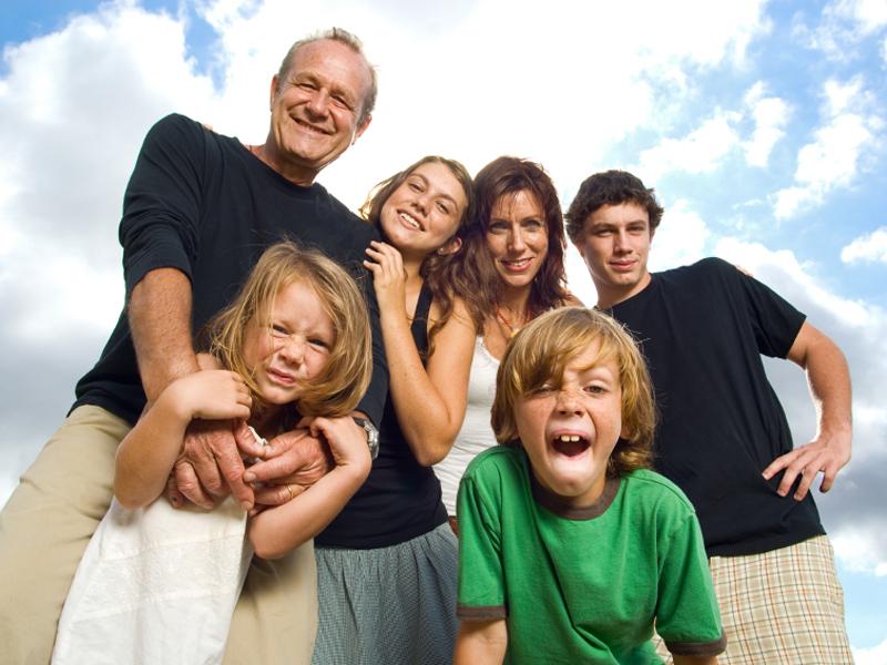 LOS GRUPOS Y SU INFLUENCIA EN EL CONSUMIDOR: LA FAMILIA ES