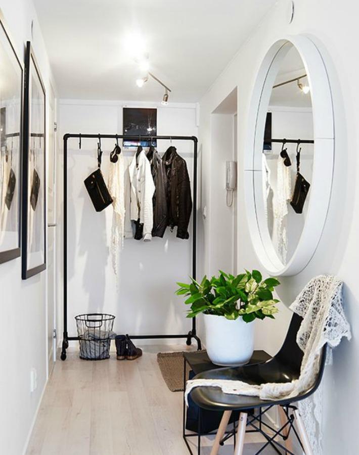 vestidor en el pasillo