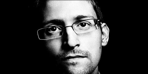 Snowden mostra que voce pode ser espionado até dentro de um avião a 3 mil metros de altura.