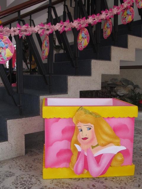 Cajas de regalos en icopor recreacionistas medellin y decoracion con globos fiestas infantiles - Decoracion para regalos ...