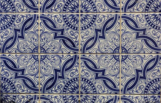 Jakie kościoły z ozdobami w postaci azulejos znajdziemy w Porto i które koniecznie trzeba zobaczyć? Niebieskie Kościoły w Porto zachwycają!