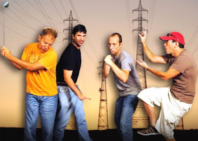 Foto de integrantes Los Nosequien y los Nosecuantos con gestos graciosos