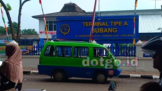 Terminal subang bus warga baru, bus kramat jati, bus damri, bus asli terminal kota subang
