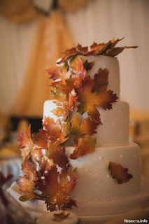torta nuziale con foglie