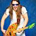 Guitarra eléctrica  y pizza una buena combinación.