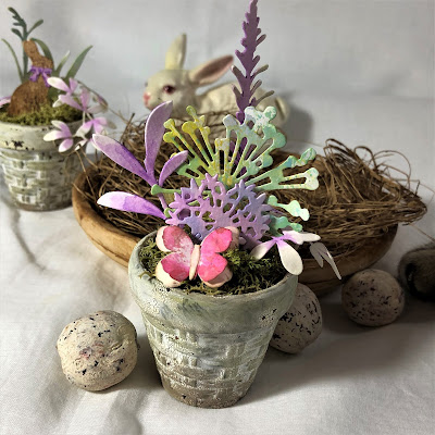 Sara Emily Barker https://sarascloset1.blogspot.com/2019/03/tiny-easter-table-decor.html Easter Table Decor Tim Holtz Sizzix Wildflower Stems Springtime Side-Order 3