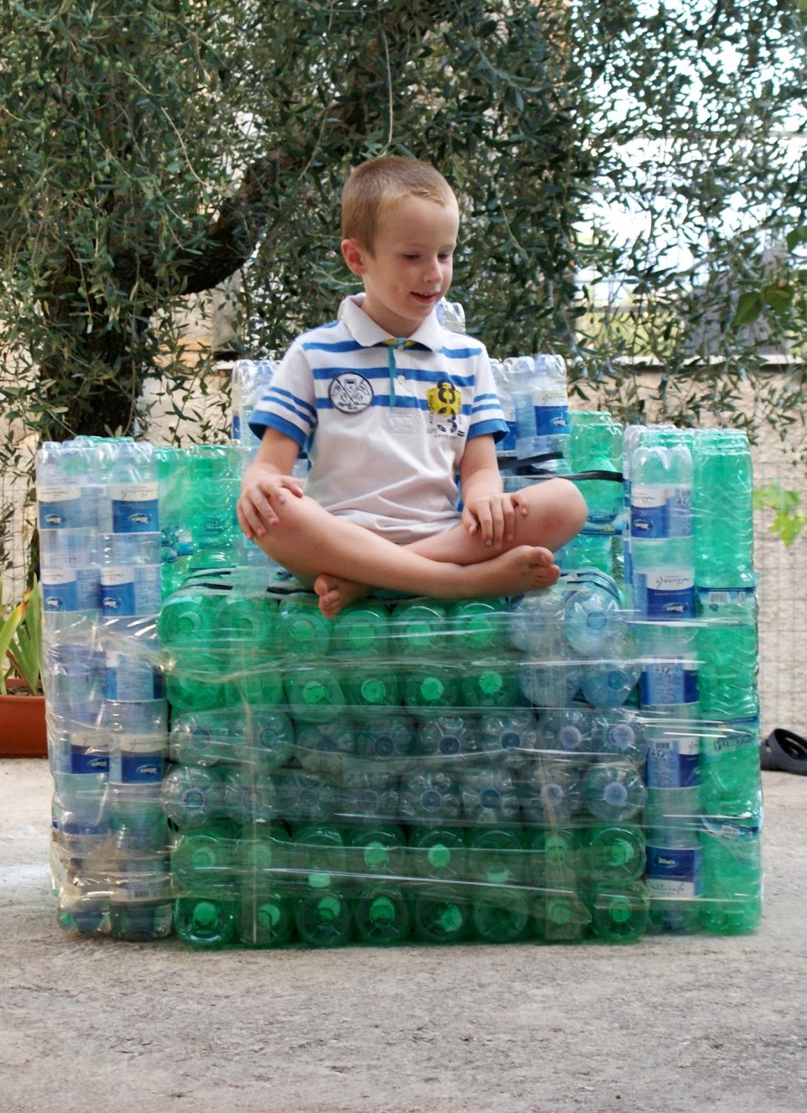 Poltrona Bottiglie Di Plastica.Riciclo Poltrona Con Bottiglie Di Plastica