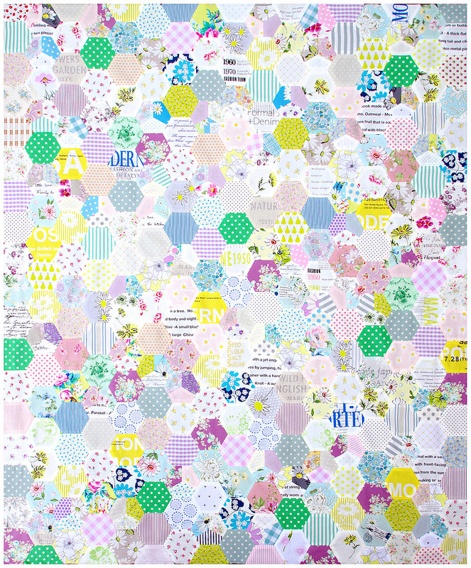 Floral Hexagon Quilt - English Paper Piecing | © Red Pepper Quilts 2017