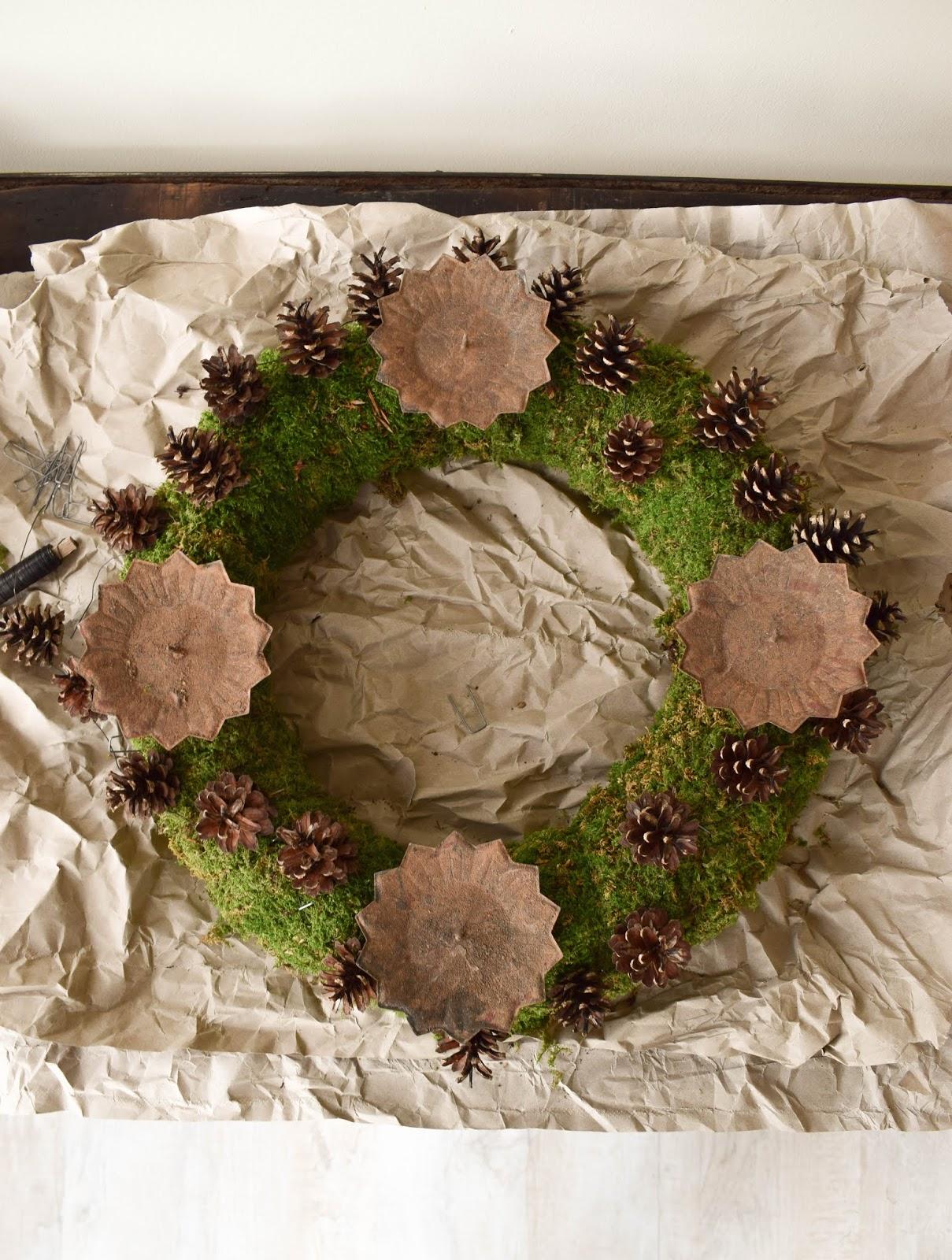Schritt für Schritt zum Adventskranz aus Moos. Natürlicher Kranz für Advent und Weihnachten- Selber machen mit Naturmaterialien