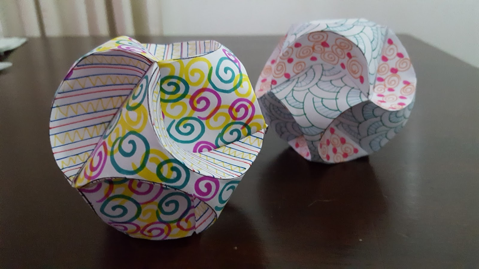These Paper Globes Look Amazing And Will Be Great To Have As Decoration For Christmas