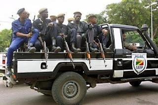 Policiers congolais