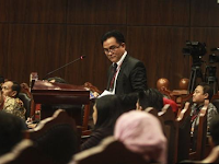 """RTA KOTA, PALMERAH -- Sejumlah kalangan menilai, kewajiban untuk cuti, wajib mengundurkan diri dari PNS untuk politisi dan PNS yang maju dalam perhelatan pemilukada harus ditaati. Hal itu untuk menjunjung asas keadilan dan kejujuran dalam pelaksanaan Pemilukada DKI Jakarta. Ketua DPW Partai Keadilan Sejahtera (PKS) DKI Jakarta Syakir Purnomo berharap, Basuki Tjahaja Purnama atau Ahok dan Djarot Saiful Hidayat menaati aturan untuk cuti pada putaran kedua Pilkada DKI Jakarta 2017. PKS mengusung paslon nomor tiga, Anies Baswedan-Sandiaga Uno. """"Kami ingin fair play (adil). Oleh karena itu, petahana pada masa itu sebaiknya cuti,"""" kata Syakir di Grand Sahid Jaya, Jakarta, Minggu (26/2/2017). Wakil Ketua Tim Pemenangan Anies-Sandi ini mengatakan, bila Ahok-Djarot cuti, maka bisa mulai bersamaan masuk ke putaran kedua. Dia mengakui memang belum ada regulasi khusus terkait cuti kampanye petahana pada putaran kedua. Sebab, kegiatan itu hanya berupa penajaman visi dan misi. Namun, Syakir tak mempermasalahkan bila KPU DKI Jakarta memutuskan Ahok-Djarot tidak usah cuti pada pilkada putaran kedua. """"Apa pun keputusan terakhir KPU DKI Jakarta, akan kami terima,"""" kata Syakir. KPU DKI Jakarta mulanya tidak akan mengadakan masa kampanye untuk putaran kedua Pilkada DKI. Namun, hal tersebut berubah dan KPU DKI memutuskan adanya masa kampanye pada putaran kedua. Keputusan itu diambil setelah KPU DKI berkonsultasi dengan KPU RI pada Senin (20/2/2017). KPU DKI menilai, kampanye tetap dibutuhkan pada putaran kedua nanti. Mereka berkaca pada putaran kedua Pilkada DKI Jakarta 2012. Meski bukan masa kampanye putaran kedua, kedua pasangan calon saat itu memanfaatkan waktu untuk melakukan kegiatan seperti kampanye."""