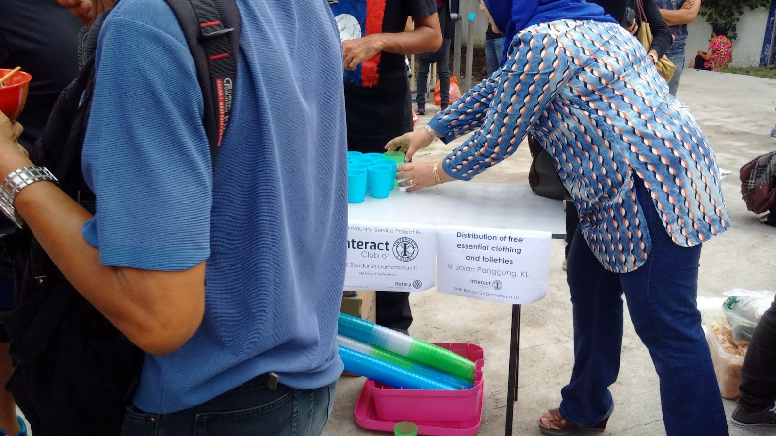 Dapur Jalanan S Partner Offering Clothes And Toiletries To The Homeless Besides Lack Of Access Housing Clients Also Face Hardships Related
