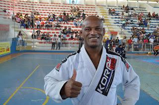 Pé de Chumbo, bicampeão mundial de Jiu-jítsu, destaca os benefícios de praticar o esporte desde a infância