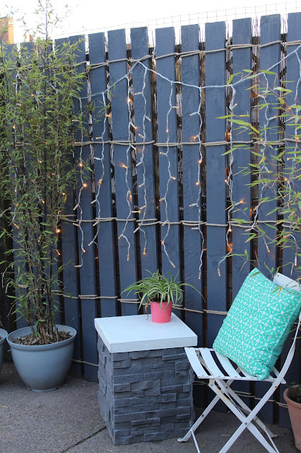 feature pallet wall in garden