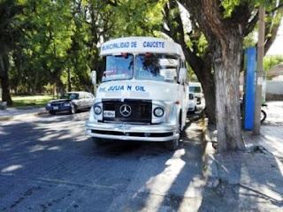 Los detenidos tienen 16 y 18 años. Además la policía radió el colectivo en el que iban porque el conductor tenía licencia expedida de La Rioja y por exceso de ocupantes.