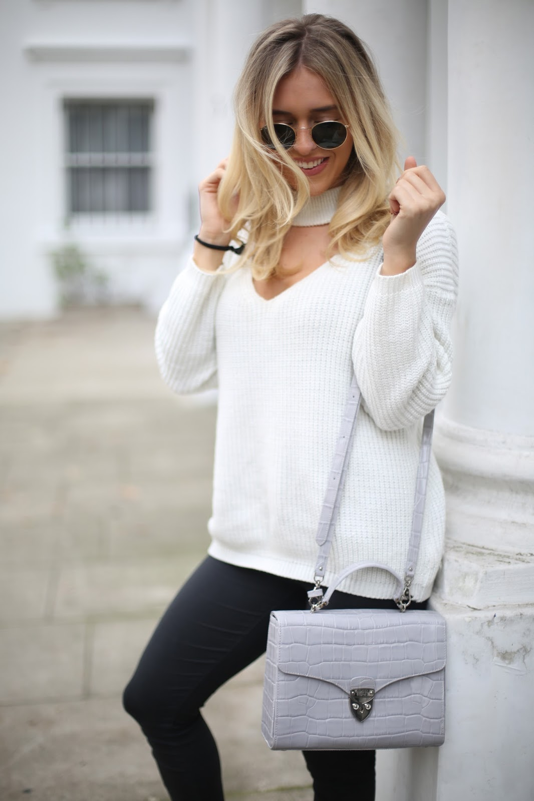 choker cream jumper