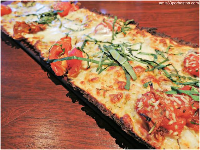 Menú Dine Out Seasons 52: Flatbread de Roasted Roma Tomato