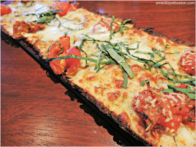 Menú Dine Out Seasons 52: Flatbread de Roasted Roma Tomato