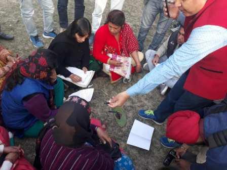 महिला गेस्ट टीचरों ने बारी-बारी से अपना खून निकलवाया and wrote a letter to CM