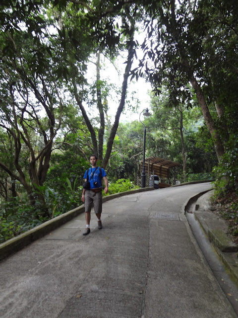 Caminando por Old Peak Road en Hong Kong