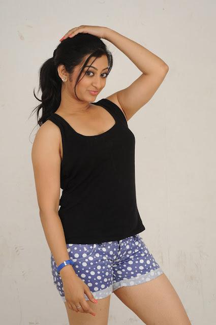 Tamil Heroine Thaniska Wallpapers