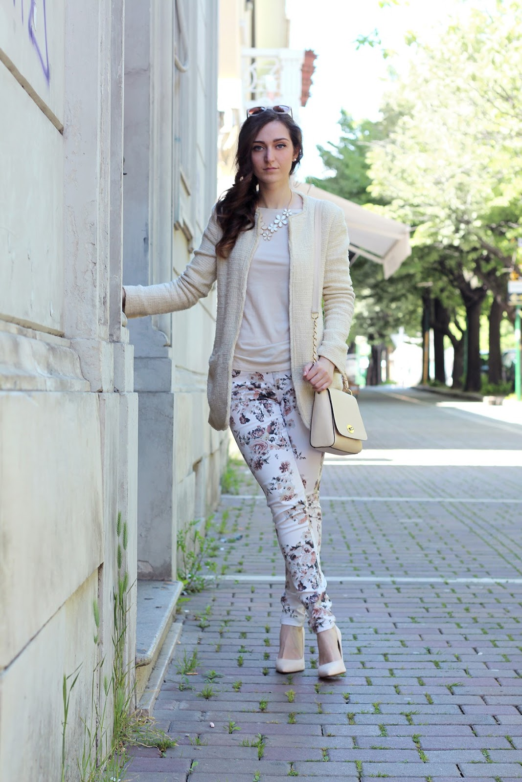 fashion style blogger outfit ootd italian girl italy trend vogue glamour pescara color block cream flowers bijou brigitte bijoux necklace collana sunglasses bag borsa occhiali sole calliope shoes heels nude scarpe tacco bershka ovs ovine coat cappotto spring primavera