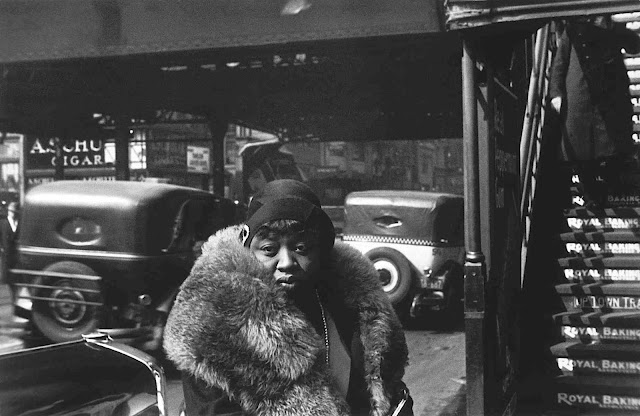 Walker Evans photo 1929 urban woman
