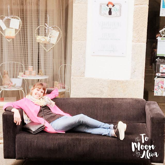 foto con mi nuevo sofá en RitaRita