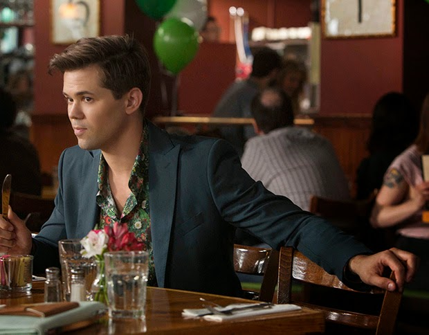 Girls Season 4. Elijah en Brunch de Jazz de Marnie y Jeff.