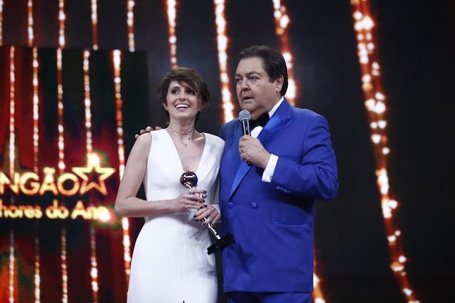 """Ao vencer prêmio, Carol Duarte diz: """"Ivans da vida real estão sendo mortos nas esquinas"""""""