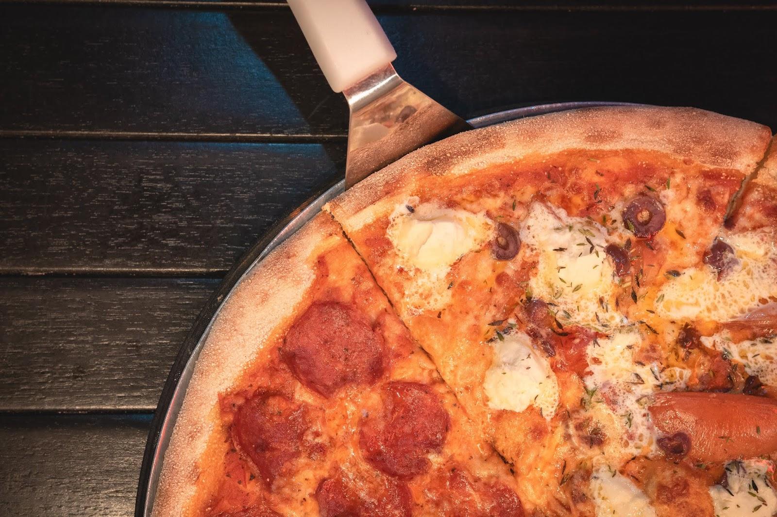 بيتزا,بيتزا النقانق,بيتزا هت,بيتزا بالنقانق,النقانق,بيتزا بيتزا,بيتزا ايطالية,طريقة عمل البيتزا بالنقانق,طريقة عمل,بيتزا سهلة التحضير,وصفات,بيتزا سريعة,البيتزا الايطالى,بيتزا المطاعم,بيتزا البطاطس,طريقة,وصفة,معجنات,عجينة بيتزا هت,ميني بيتزا