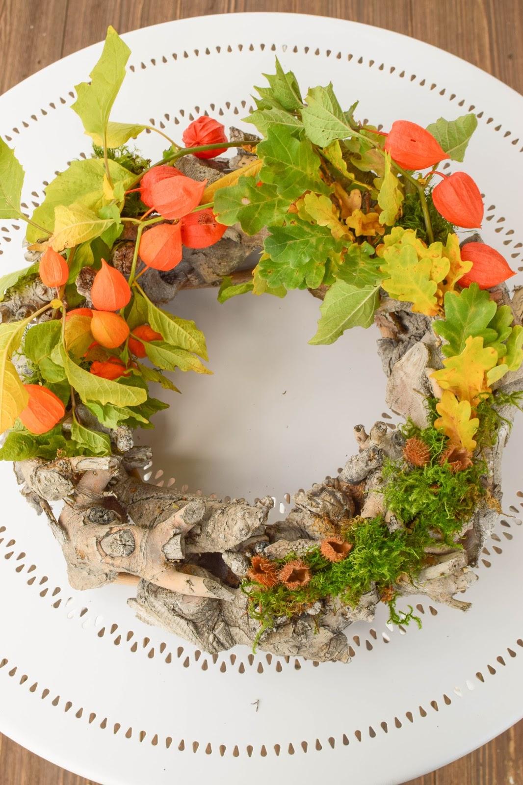 3 Ideen für DIY Kränze für den Herbst: selbermachen Holzkranz Naturdeko Lampionblume Moos Buchecker Eichenlaub
