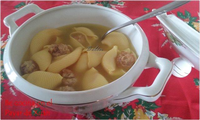 Sopa De Galets Al Azafrán