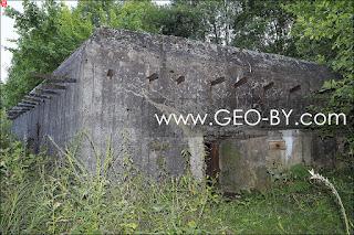 Полукапонир у деревни Славинка. Амбразура
