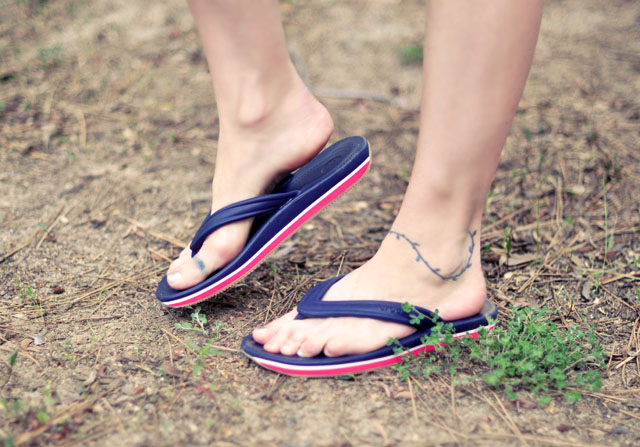 retro flip flops, blue and red thongs