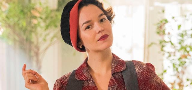 A atriz Joana de Verona caracterizada como a personagem feminista Adelaide, de Éramos Seis