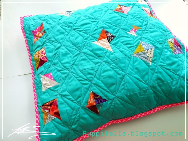 Puppilalla, scrappy triangle, pillowcase, patchwork, modern quilting