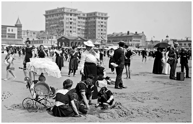 On the beach, Atlantic City, N.J., between 1900 and 1910