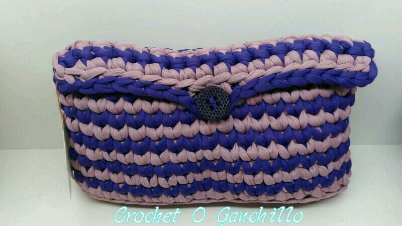 Crochet o ganchillo bolsos de mano en trapillo combi aqua for Bolsos de crochet de trapillo