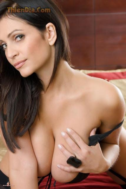 Hot girls Denise Milani ngưc khủng như dưa hấu 14